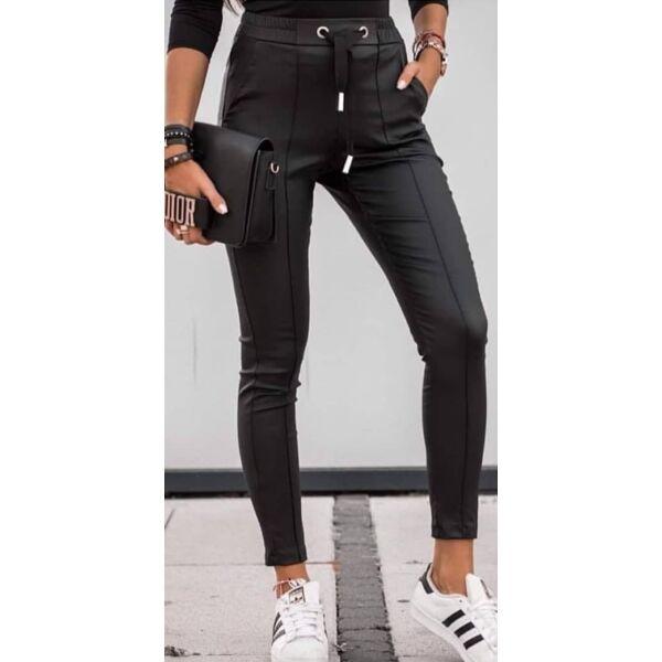 Műbőr hatású fekete nadrág