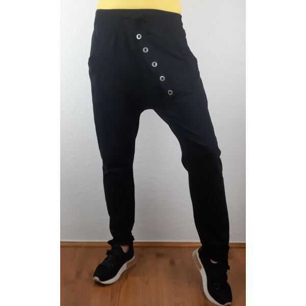 Ülepes díszgombos fekete nadrág
