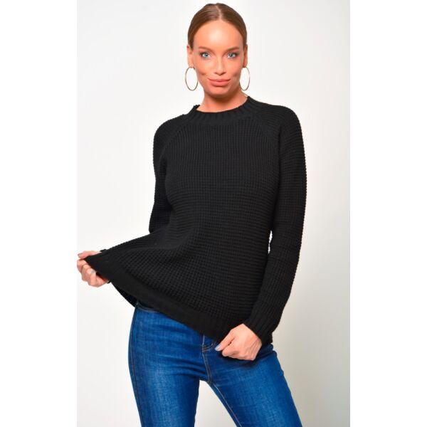 Környakú fekete pulóver