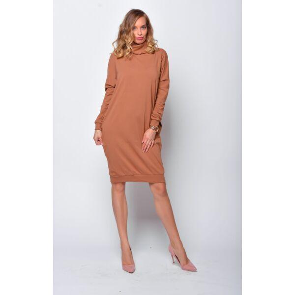 Magas nyakú bő fazonú barna ruha