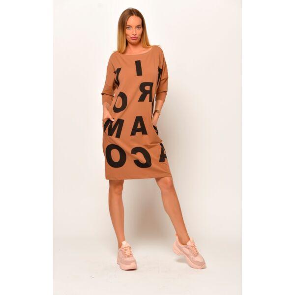 Elől nagy betűs barna zsebes ruha/tunika