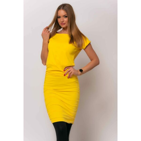 Oldalán húzott sárga ruha