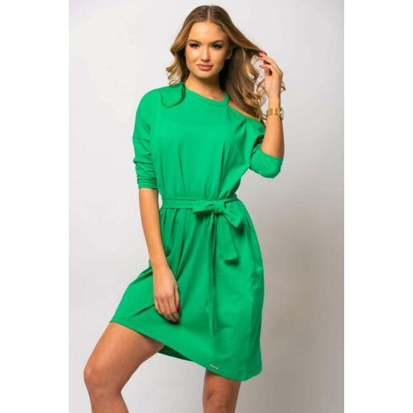Vállán kivágott zöld ruha