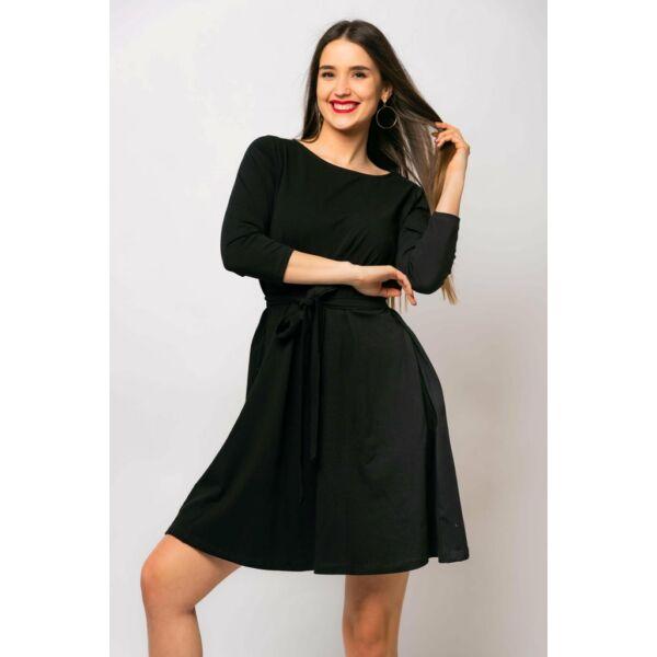 A vonalú zsebes fekete ruha