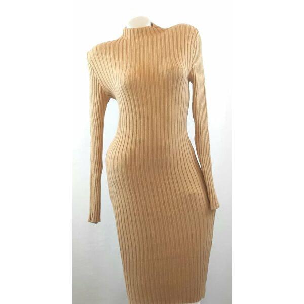 Bordás kötött testhezálló barna ruha