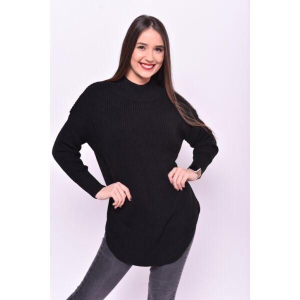 Magas nyakú,kerekített aljú fekete pulóver
