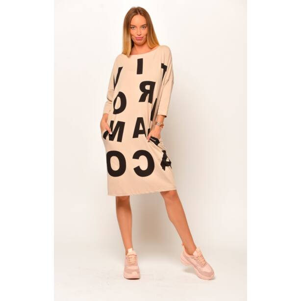 Elől nagy betűs drapp zsebes ruha/tunika