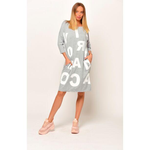 Elől nagy betűs szürke zsebes ruha/tunika