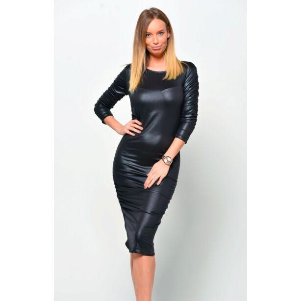 Oldalt ráncolt latex hatású fekete ruha