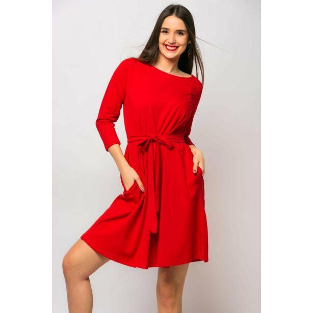 A vonalú zsebes piros ruha