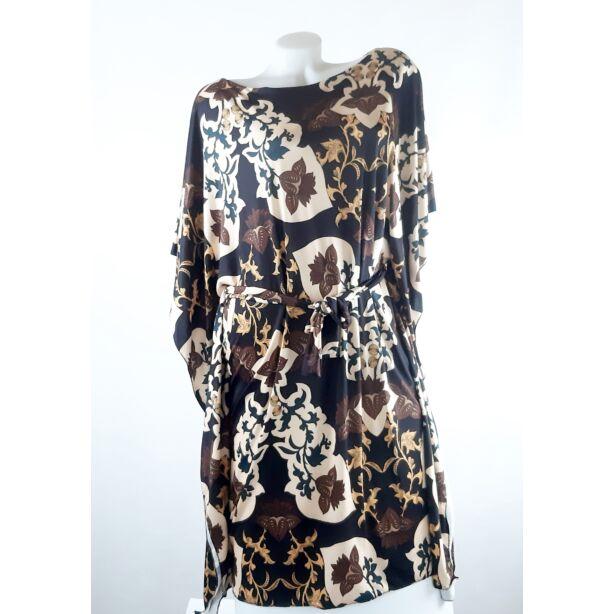 Fekete alapon virágmintás lepel ruha