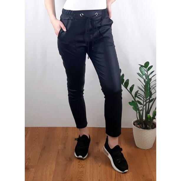 Fekete gumis derekú műbőr nadrág