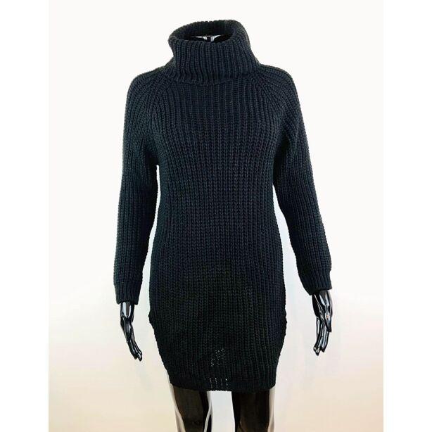 Magasnyakú fekete pulóver